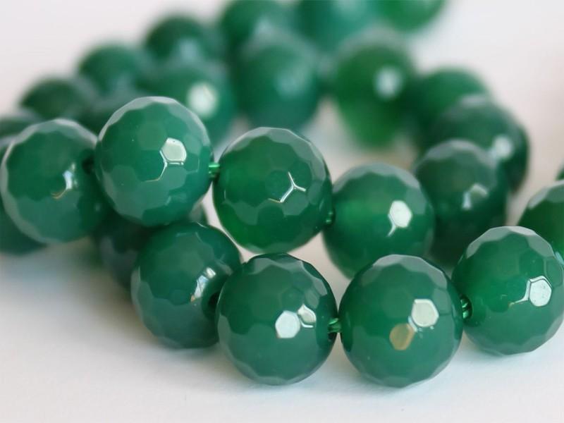 Зеленые бусы из хризопраза