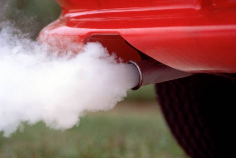 Что делать при дыме из выхлопной труьы