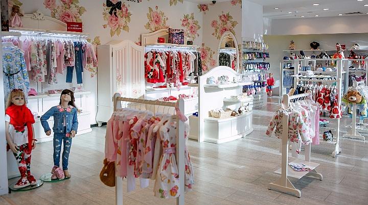 Чем выше стоимость одежды, тем больше свободного пространства должно быть в магазине