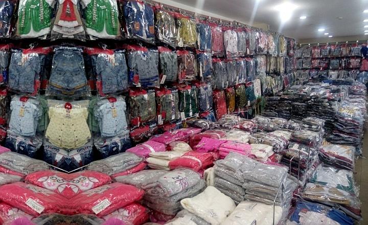 Крупные партии одежды лучше покупать после личного посещения складов