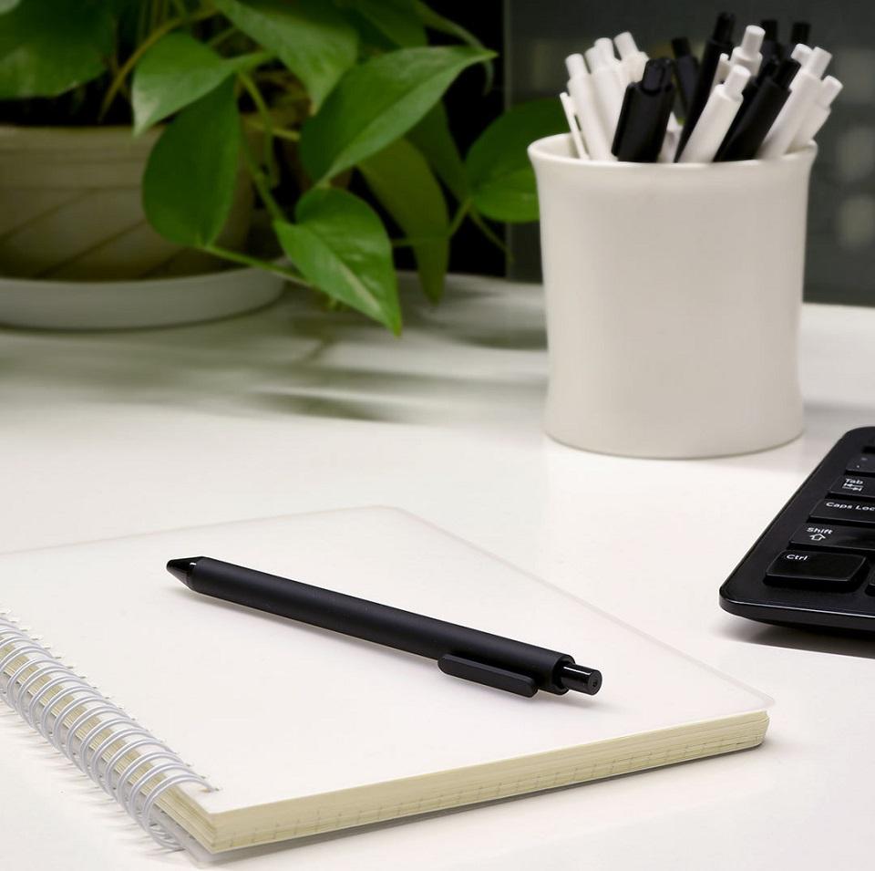 Набор гелевых ручек KACO Pure Gel Ink Pen 10 pcs K1015 на блакноте