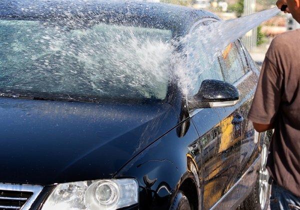 Мытье машины с шлангом