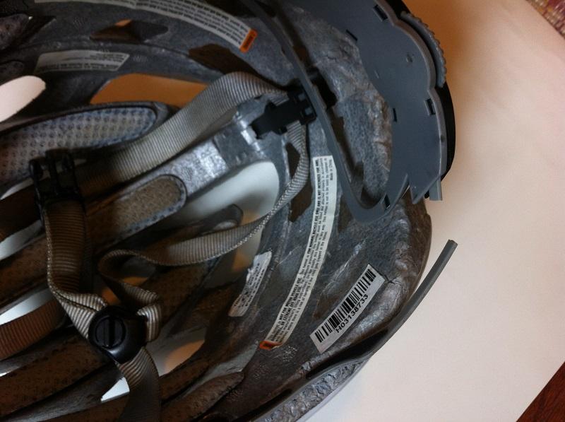 Сломанное крепление шлема
