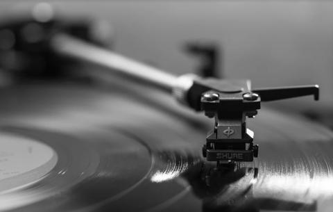 Почему важно слушать музыку с ребёнком и какую именно?