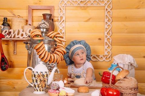 Ребёнок помогает на кухне и развивается! Поиграем в