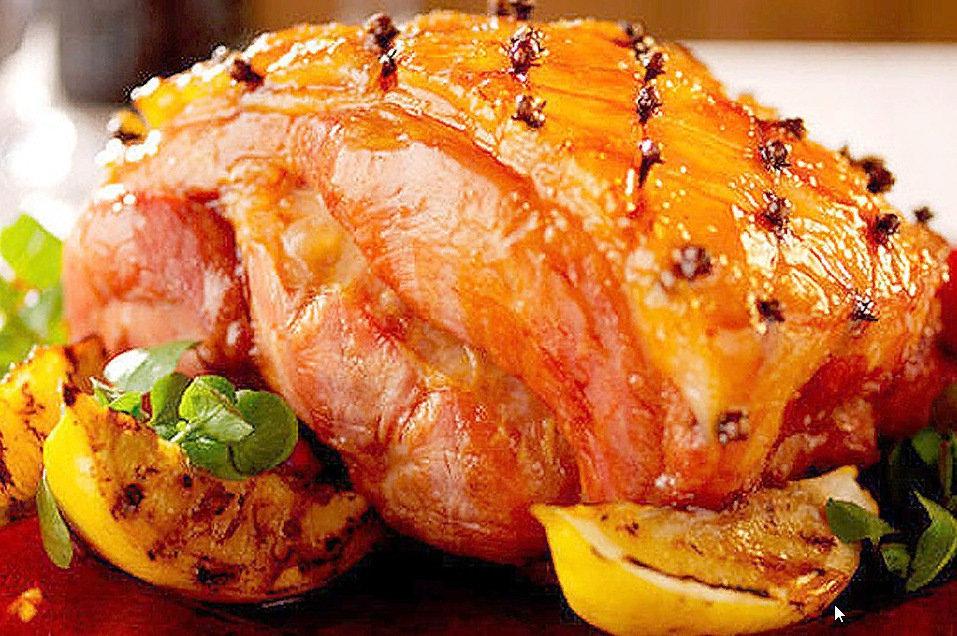 Свиной окорок, запеченный с целой гвоздикой