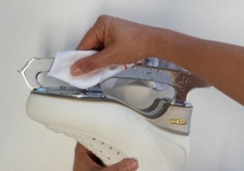 Правильный уход за ботинками и лезвиями коньков