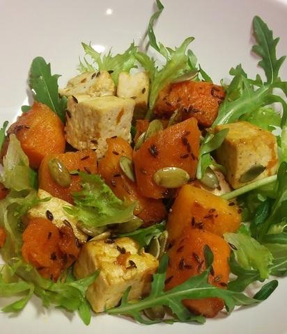 Тыквенный салат с тофу и семечками