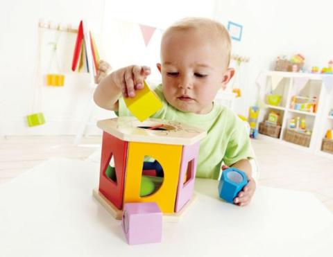 Развитие ребёнка в возрасте 8-12 месяцев. Что с ним происходит?
