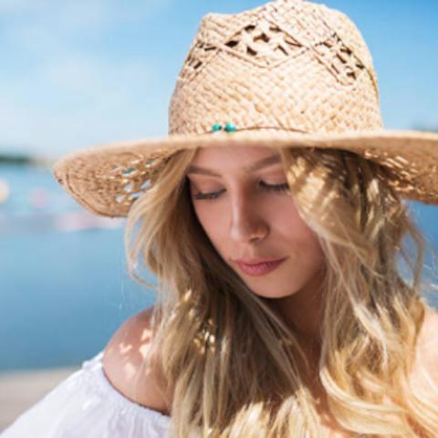 Что выбрать и как носить этим летом? Шляпа, козырек, тюрбан.