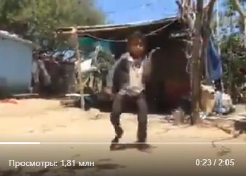 Ролик с танцем индийского мальчика собрал почти два миллиона просмотров