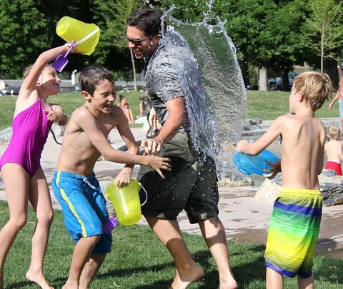 Как весело и с пользой проводить время с ребенком летом?