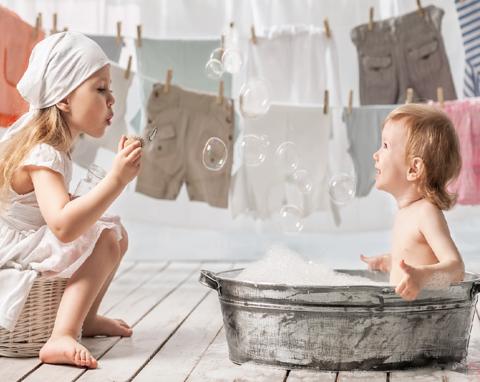Чем стирать детскую одежду?