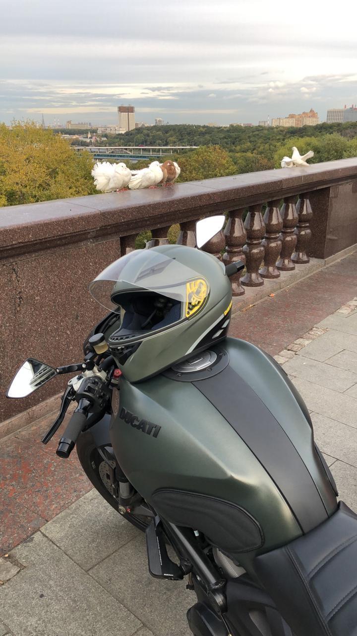 Интервью со Станиславом о приобретении накладок на бак для Ducati Monster на сайте Luimoto.