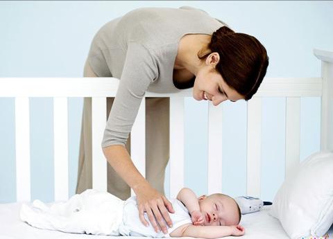 Приучаем кроху спать отдельно от родителей.
