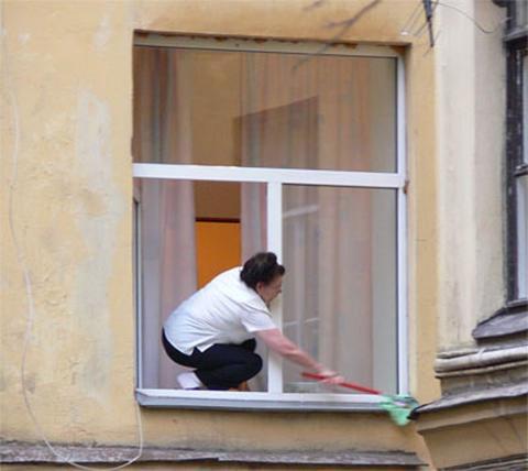 Все особенности и преимущества профессионального клининга окон и витрин