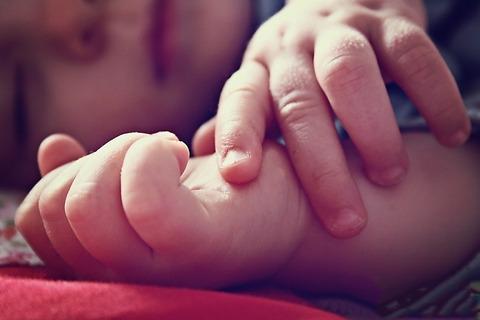 Во что играть с новорожденным? Чем заняться с малышом в первые 3-4 месяца?