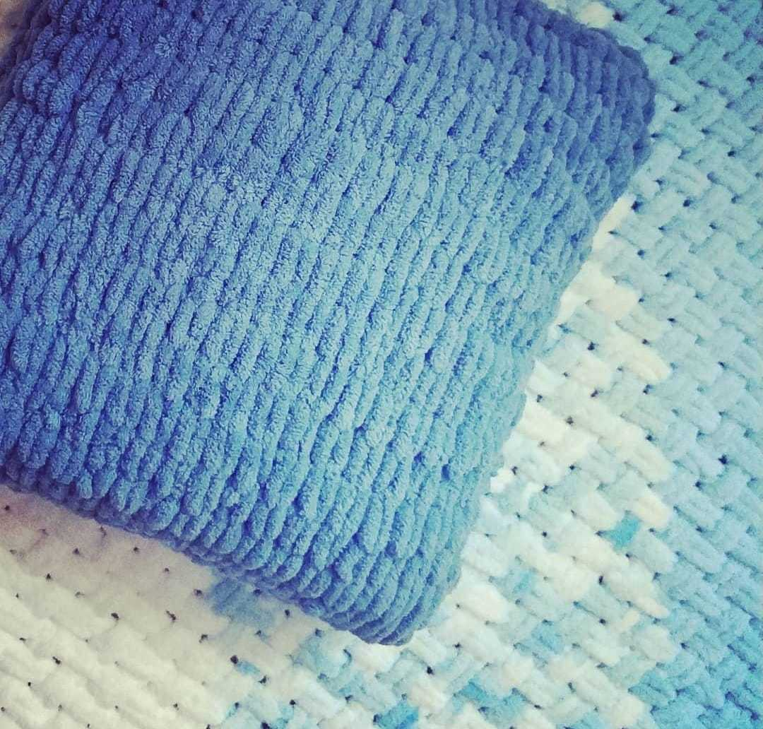 Чехол для подушки из пряжи Пуффи
