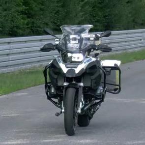 Мотоцикл-беспилотник покоряет гоночную трассу