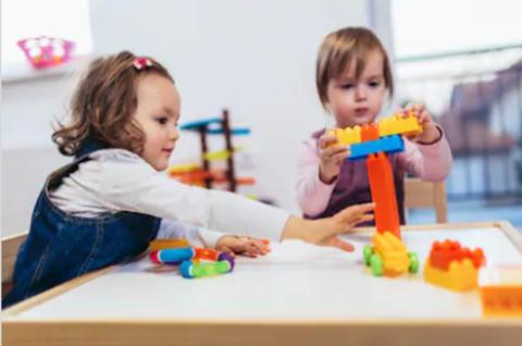 Почему детям не нужно много игрушек?