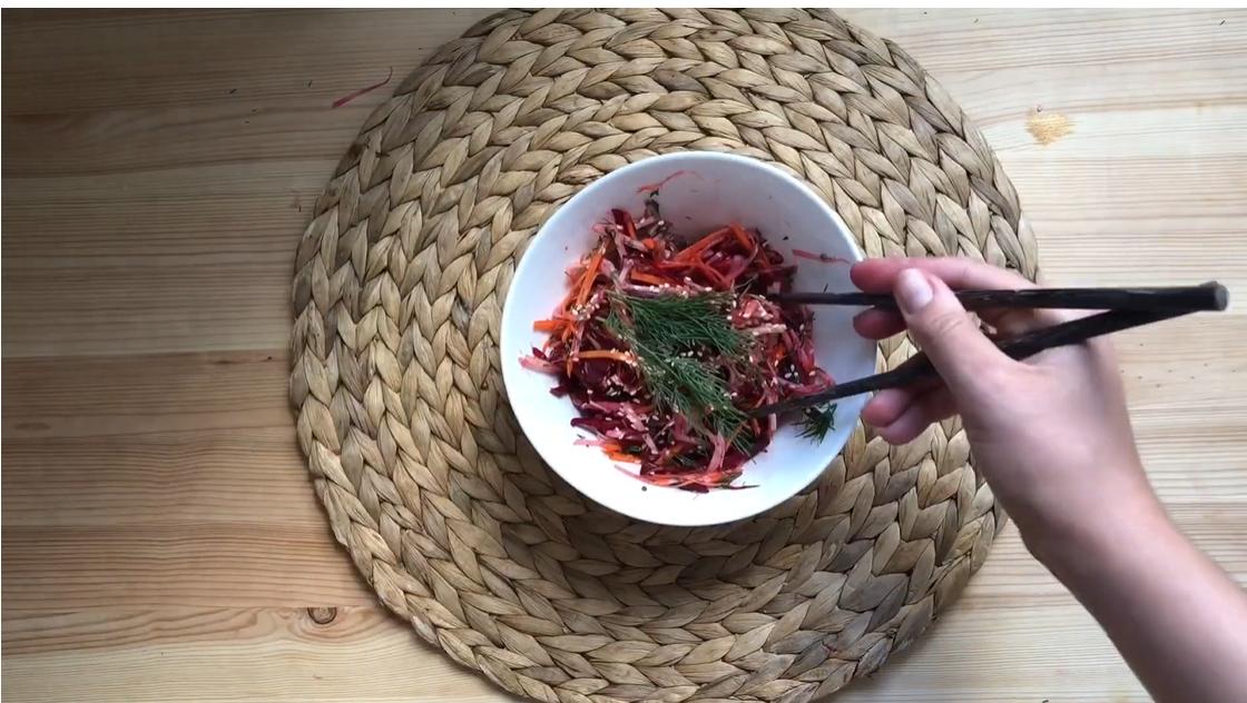 Азиатский салат с кольраби