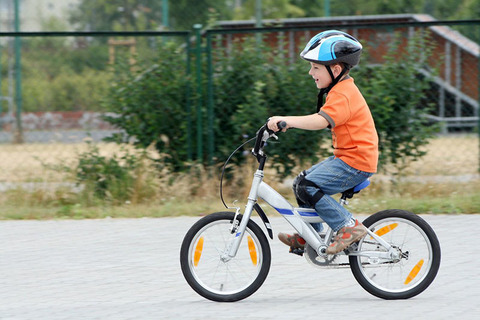 Как помочь ребенку освоить катание на велосипеде