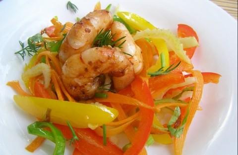 Креветки жареные в воке с овощами – простой рецепт приготовления на портативной газовой плите