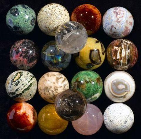 Чем отличаются драгоценные и полудрагоценные камни.