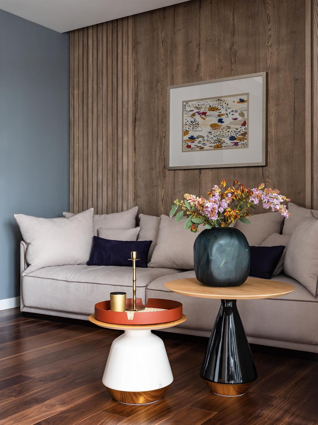 Квартира для молодой девушки в современном стиле с интересными деталями и яркими акцентами