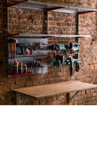 Домашняя мастерская. Рабочая зона в гараже.