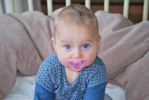 Как научить малыша сидеть самостоятельно?