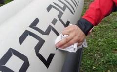 Нанесение регистрационного номера на борт лодки из ПВХ