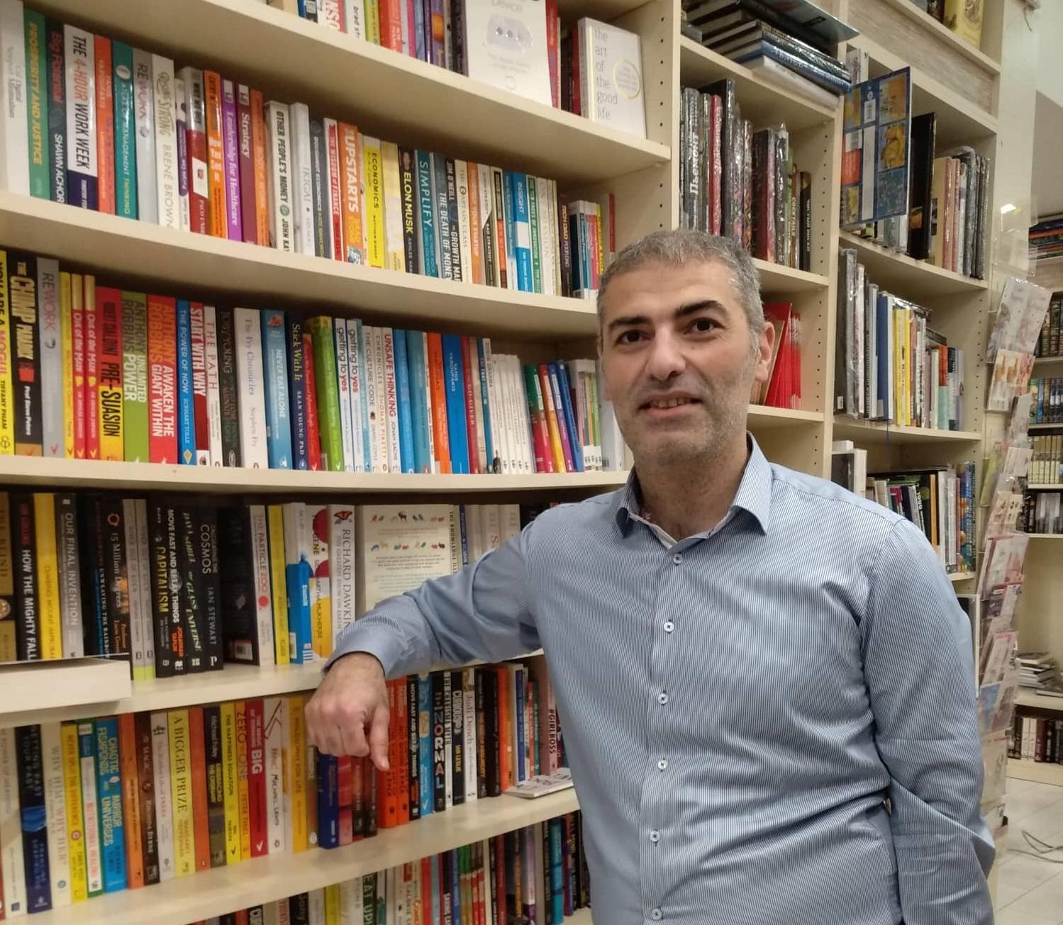 Kitab satıcısının bir günü - Rüfət Abdulla yazır...