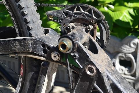 Ремонт велосипеда: Как снять шатуны и обслужить каретку