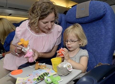 Россиянка выиграла суд у авиакомпании, которая рассадила ее с детьми в самолете