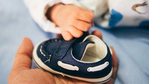 Как правильно выбрать первую обувь для малыша?