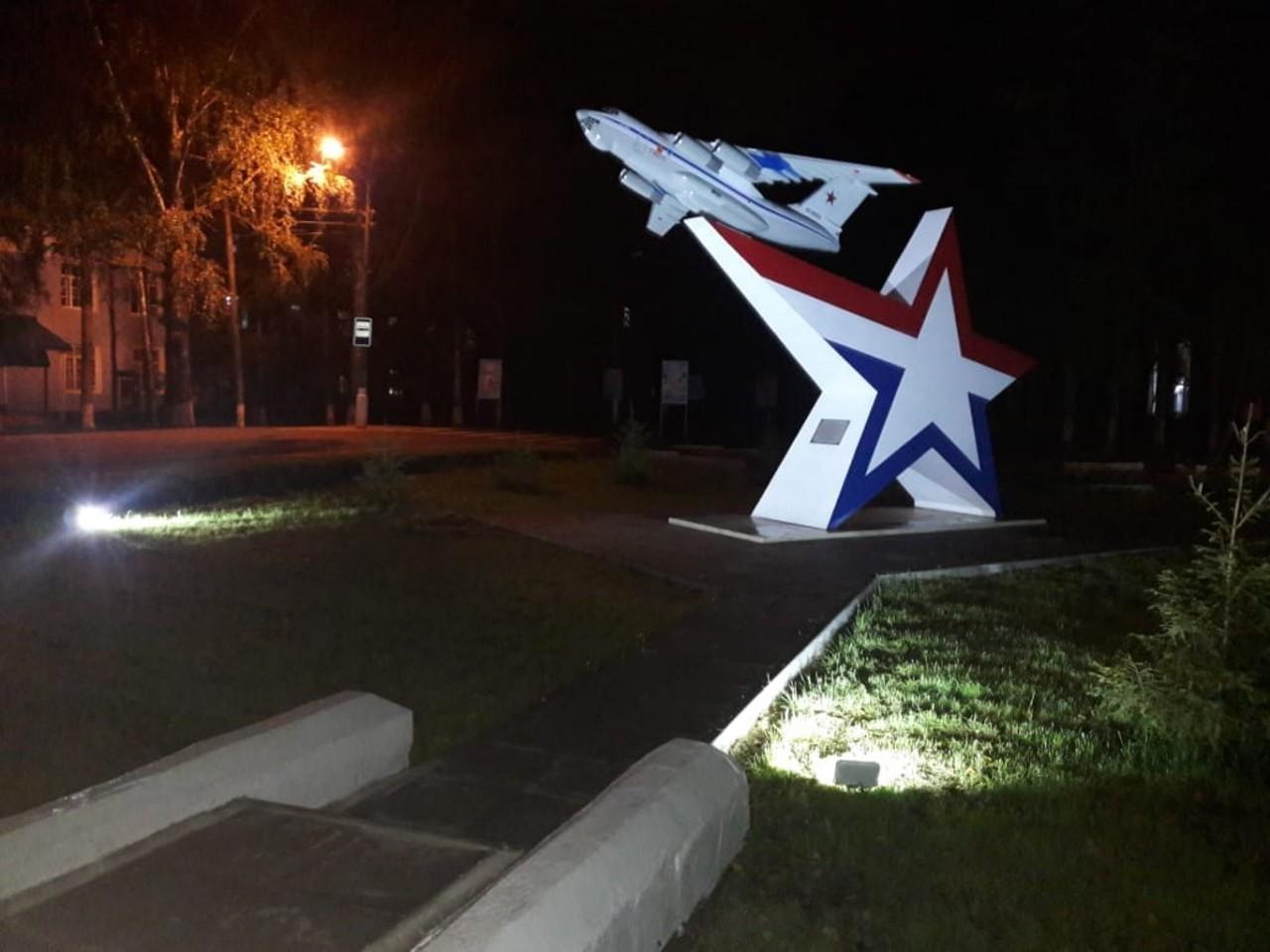 В Твери установлен памятник самолету Ил-76