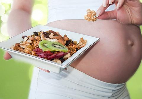 Как правильно питаться во время беременности.