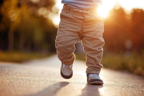 Развитие ребенка — о первых шагах и обуви
