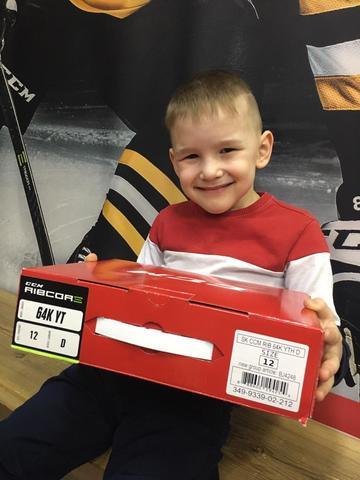 Как правильно подобрать детские хоккейные коньки ?