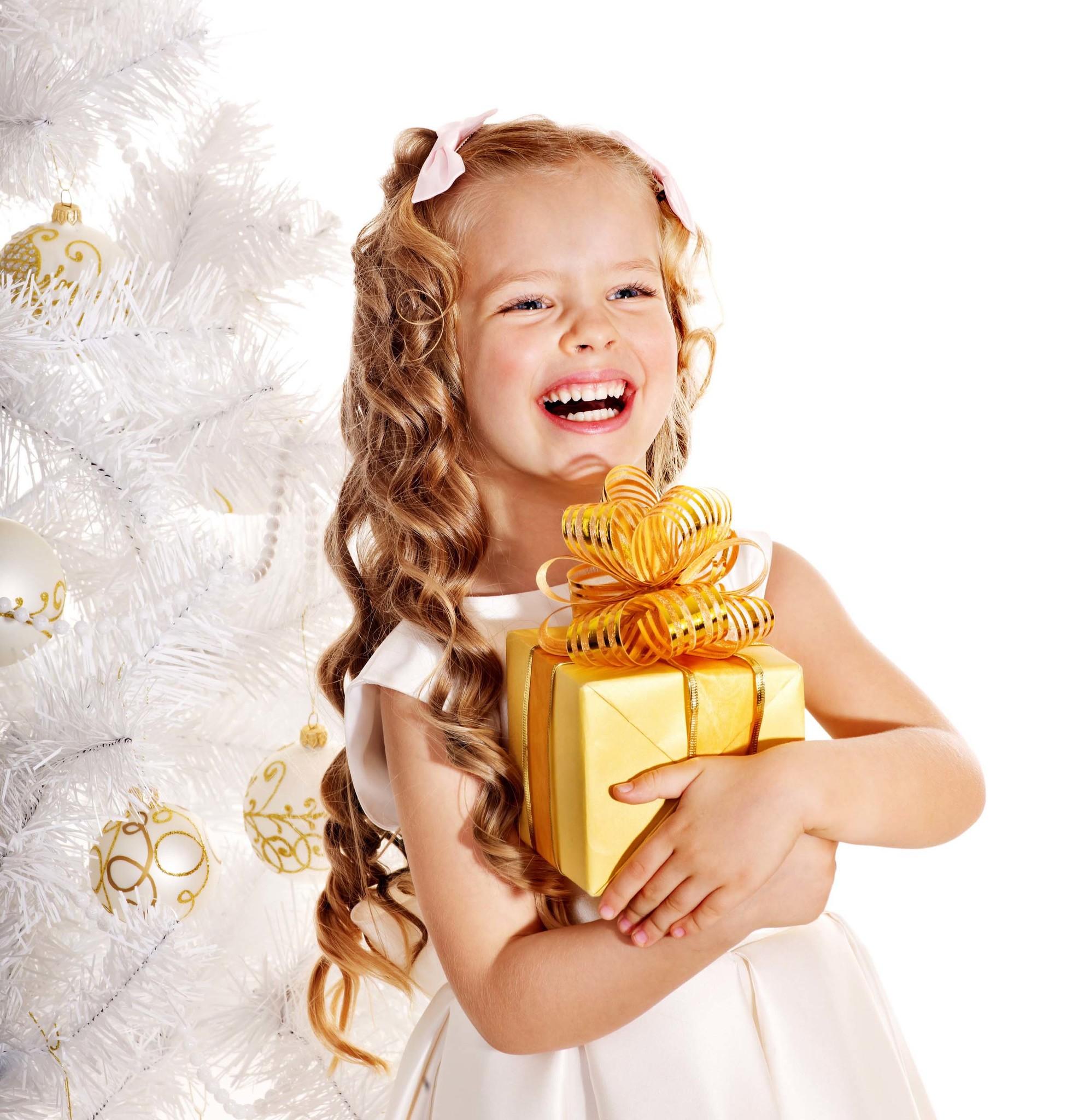 Какие подарки можно дарить детям