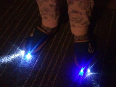 Домашняя обувь: тапочки с фонариком