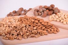 Сколько в день есть орехов. И зачем