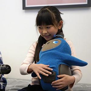 Lovot покорил сердца маленьких японцев