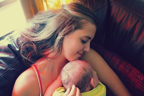 Ребёнок спит с мамой...правильно ли это?