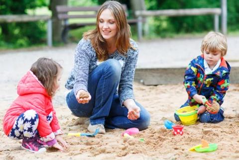 Как учить малышей играть вместе и решать конфликты?