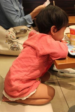 Как бороться с детскими пробежками за обедом?