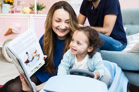 Интервью для сайта МАМСИЛА: Первую книгу я сделала между кормлениями дочек