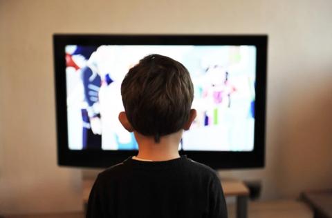 Почему ребёнок смотрит одно и то же видео по 100 раз? Это нормально?