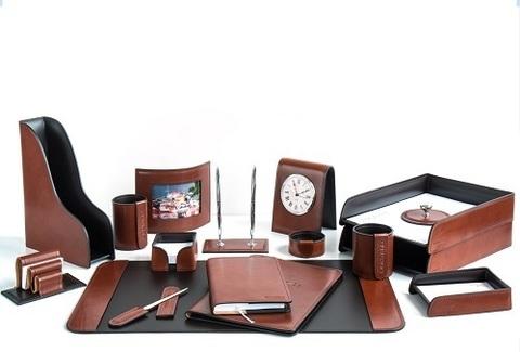 Кожаный бювар на столе – функциональность и красота